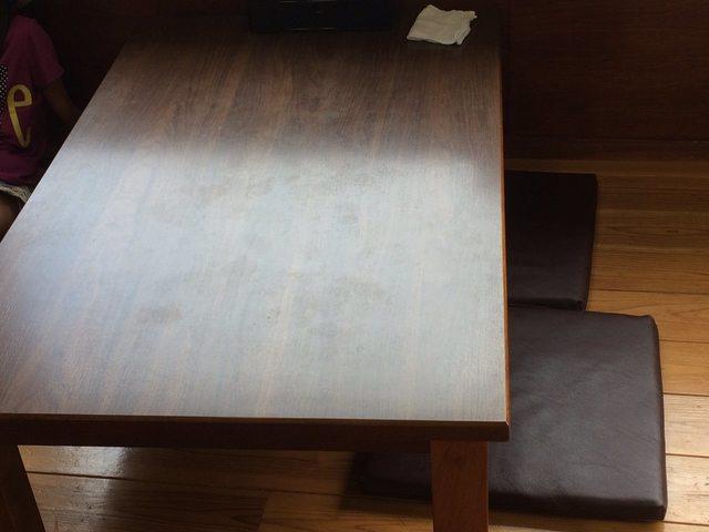 中西うどん テーブル席.jpg